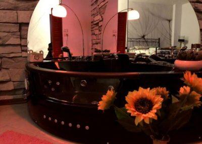 Camera privata con Idromassaggio e Cromoterapia Assisi